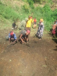 Chirime locals clean the demo plot in Yongai